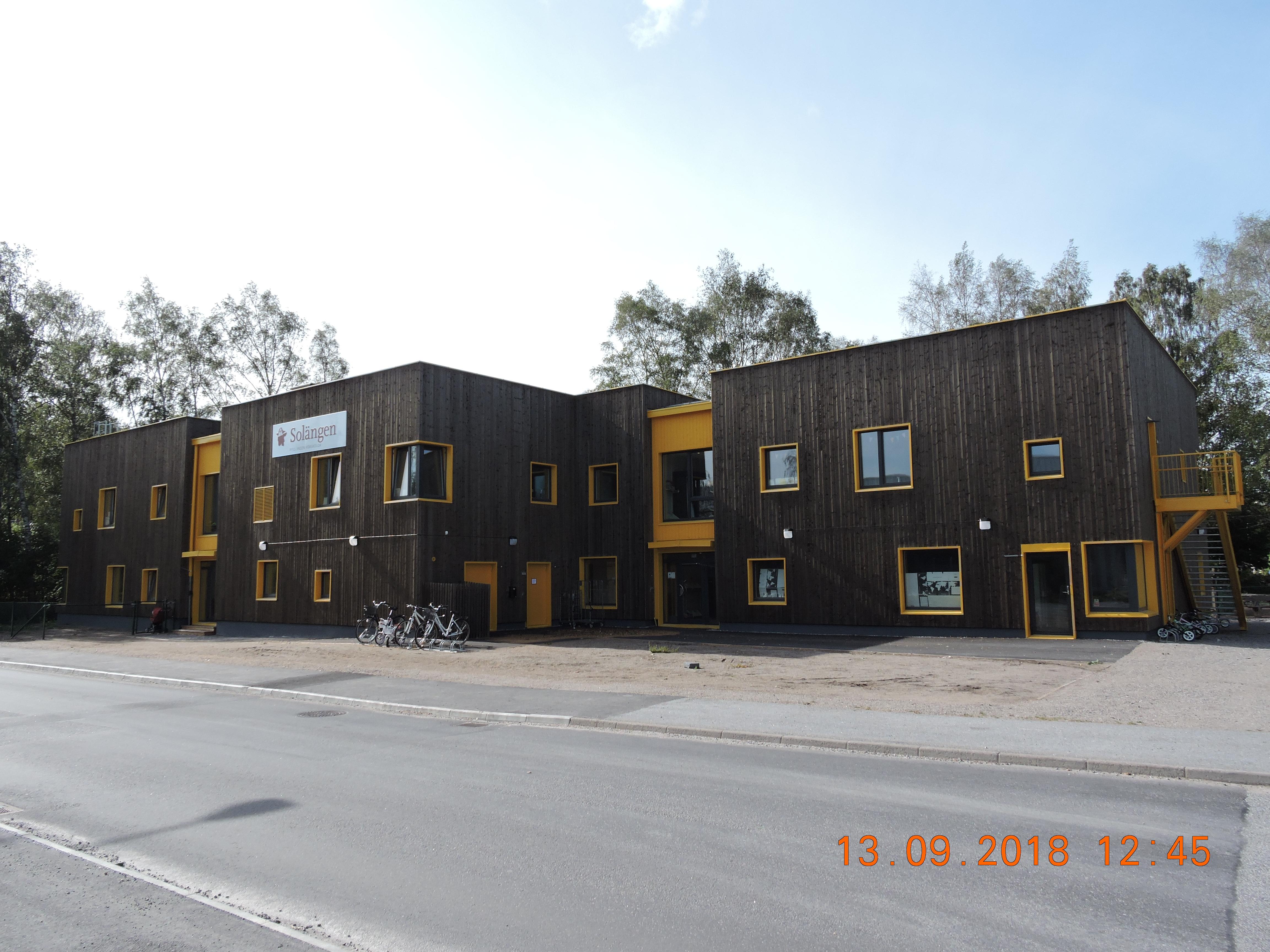 DAS BAU- UND AUSFÜHRUNGSPROJEKT DES MODULAREN KINDERGARTENGEBÄUDES GOSTA IN SCHWEDEN, MIT EINER FLÄCHE VON  CA. 1200 m²
